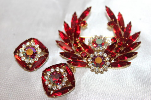 Vintage Juliana Bright Red Brooch Earring Set