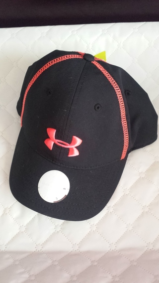 Womens Under Armour !!! Hat with tags and shirt !!