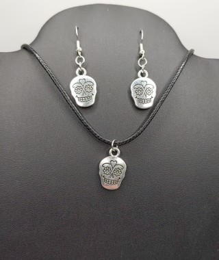 New Silver Sugar Skulls Earrings Necklace Set