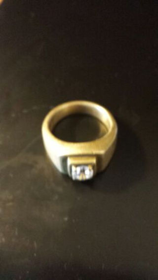 ***L@@K***AWESOME*** 18KT MEN'S GOLD RING WITH CZ FROM ZALES-LOW GIN