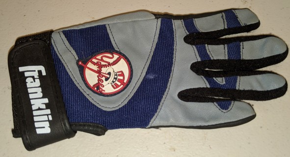 """Franklin MLB NY Yankees right-handed batting glove for children - size Medium (youth) - 7"""" long"""