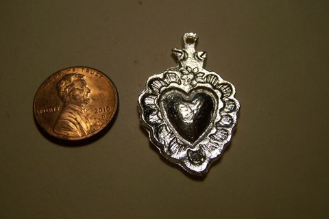 Fancy Heart Pot Metal Mexican Milagro Charm - Mexico