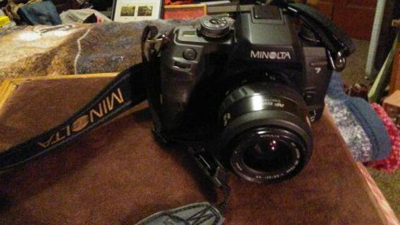 Very Nice Minolta Maxxum 7000 Auto Focus 35-70 zoom Camera With Strap. 2000,000. O.B.OFFER..