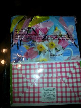 New 10 peice gift bag set