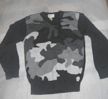 GREAT FOR SCHOOL!!Boys Childrens place Camo sweater