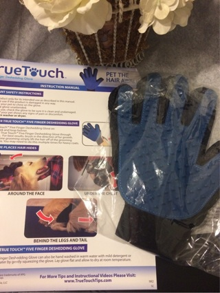 "NEW As SEEN On TV ""TRUE TOUCH"" Pet Dog Cat DeSHEDDING Glove Brush w InfoCard"