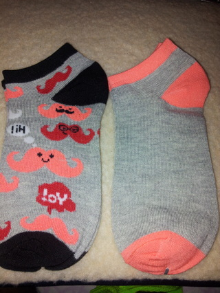 ☆●☆●☆2 BRAND NEW PAIR OF SOCKS 1 MUSTACHE 1 COLORED ☆●☆ADULT 9-11!!☆●☆●☆