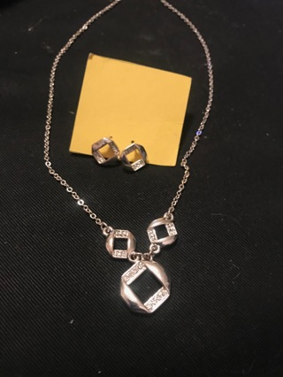 Avon Modern Squares Necklace and Earrings Set Silver