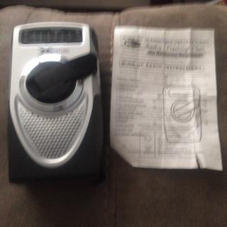 Wind up emergency flashlight radio