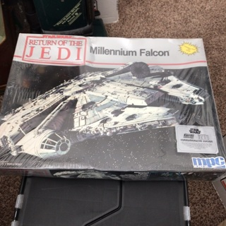 New sealed Star Wars Return of The Jedi Millennium Falcon MPC Ertl Model Kit 8917