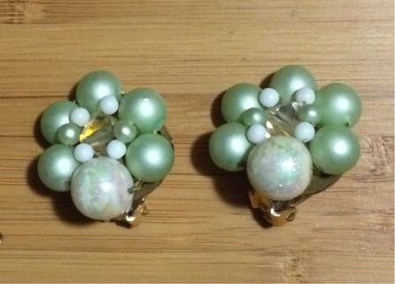 Seafoam pearl style clip on earrings