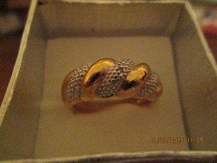 Stunning Gold & Silver Size 7.5  Ring
