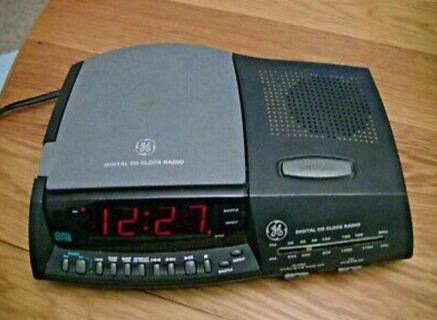 GENERAL ELECTRIC GE 7-4890A DIGITAL CD CLOCK RADIO, CD PLAYER