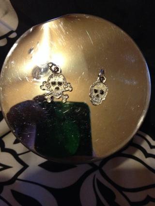 Skull and skull & crossbones charms