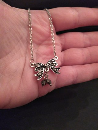 ** BEAUTIFUL BOW NECKLACE **