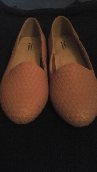 NEW WITHOUT TAG LADIES TAN SIZE 9M  FLATS