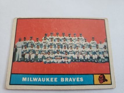 1961 topps Milwaukee Braves team card vintage baseball card