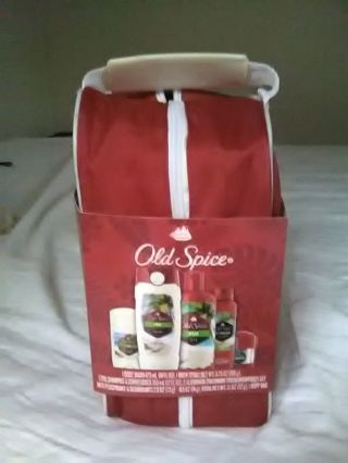 WOW OLD SPICE. TRAVEL SET FOR MEN.A 29.99 VALUE . BRAND NEW..LOOK GOOD...START SPRING WITH BLING