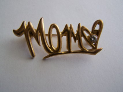Gold tone Pin Says MOM