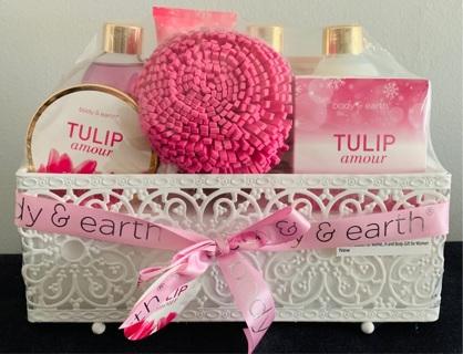 NEW Tulip Amour Bath Set Gift Basket