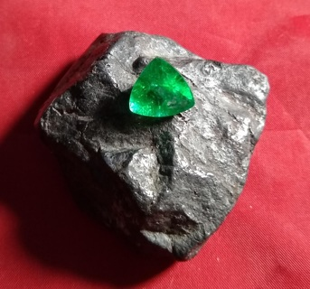 EMERALD FROM ZAMBIA JUST BEAUTIFUL BIG 6.72 CARATS AND 13X13X13 MM GRAB IT WHILE YOU CAN!