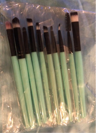 "Brand New: 10 Pc Green and Black, 5""-6"" Makeup Brush Set. Individual wrappings"