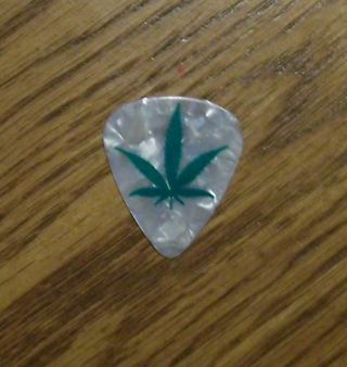 Guitar Pick - COME ON BID ~Guitar Pick ~Weed ~Reefer ~Grass ~Cannabis ~Pot ~Marijuana ~Hemp