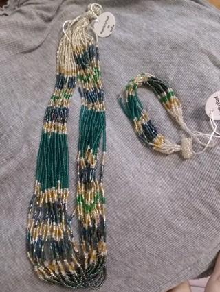 Himalayan Green and Goldtone Potay Necklace and Bracelet Set