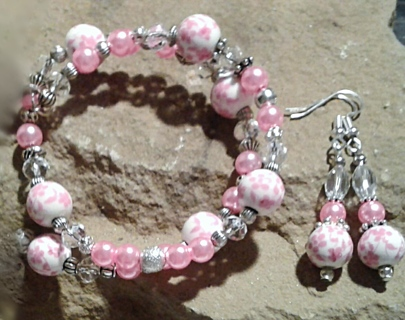 NIP! Beautiful Pink Wildflowers Memory-Wire Bracelet & Matching Ear Rings Set!