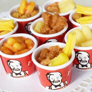 2Pcs Random 1:6 Scale Miniature Dollhouse Bucket Fast Food