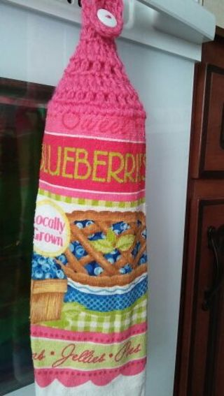 Single crocheted top towel with pink top