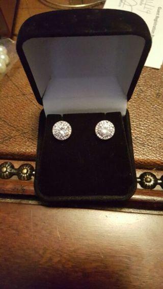 14 karat white gold cubic zirconia earrings