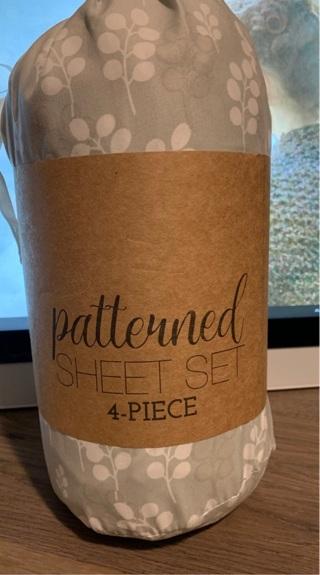Queen patterned 4 piece sheet set