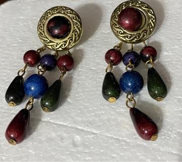 Earrings dangle