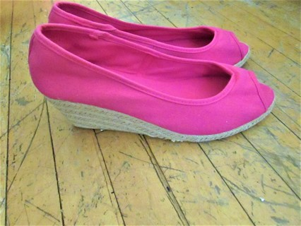 NEW!!!  HOT PINK OPEN TOE WEDGE ESPADRILLES- SZ 10