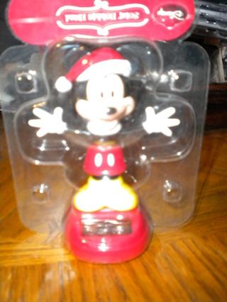 NEW IN PACKAGE -  DISNEY , MICKEY MOUSE - SOLAR BOBBLE HEAD .
