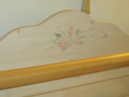 Twin Sleigh Bed w Pink Flowers