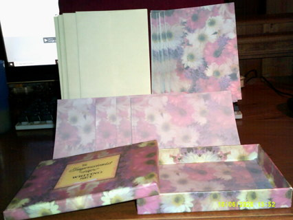 NEW in BOX DELUXE WRITING SET=12 CARDS+12 MATCHING ENVELOPES+12 MATCHING WRITING SHEETS