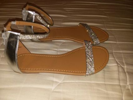 New Super cute women's size 8 sandals from Rue 21