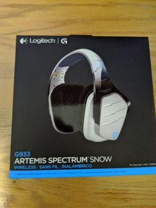 Logitech G933 Artemus Spectrum Snow Wireless Gaming headset.