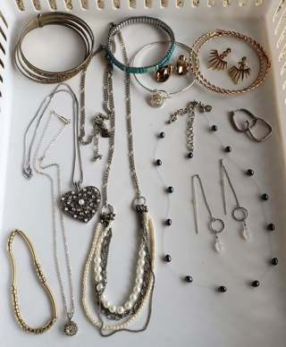 Nice pre owned~13 Piece Jewelry Lot