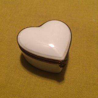VINTAGE LIMOGES FRENCH MINIATURE JEWELRY BOX