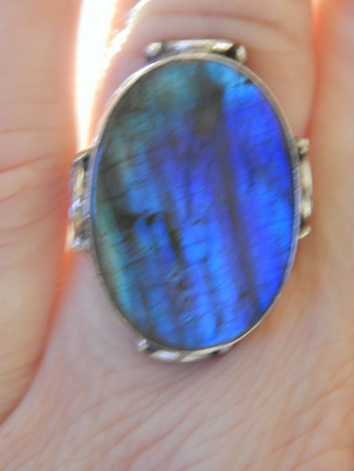 VINTAGE LARGE HAND CRAFTED BLUE FIRE LABRADORITE IN STERLING SILVER  SIZE 7