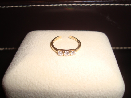 10kt Yellow Gold Toe Ring with Faux Diamonds