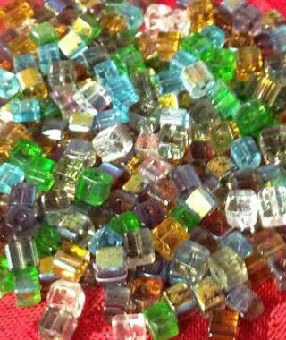 20 cube glass beads