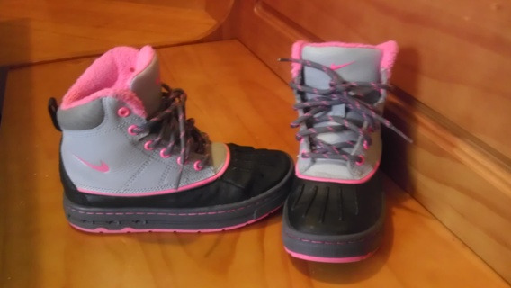 Girls Pink, Grey, and Black Nike Boots ***EUC*** size 12