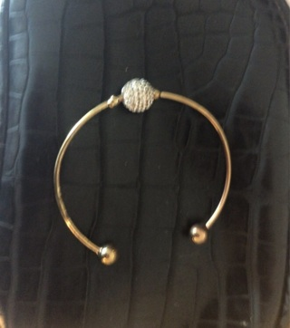 Unique Gold Plated one size Fits all, Beautiful Diamond imitation on the ball