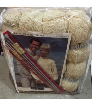 8 Skeins Of Hayfield Iceberg Chunky Yarn Off White With Pattern