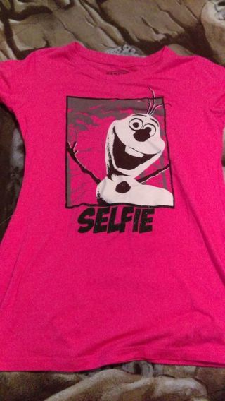 Pink Olaf T-shirt girl's size Med.