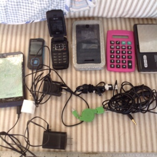 electronic Cache, Cel phones and more ! All for parts or fixing.